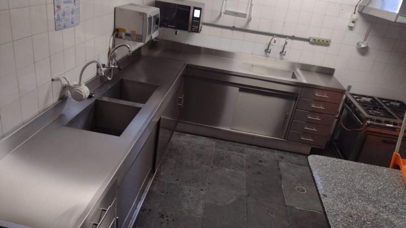 Pia em Inox para Cozinha Industrial em São Lourenço da Serra - Pia em Inox Personalizada